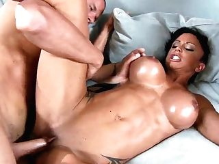 Threesome Fuck Of The Sexy Stunner Jewels Jade