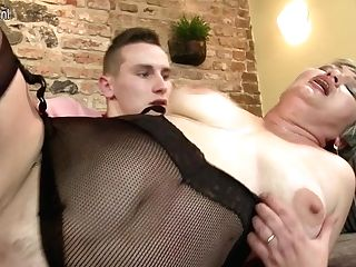 Horny Matures Bitch Fucking Her Equipment Boy - Maturenl