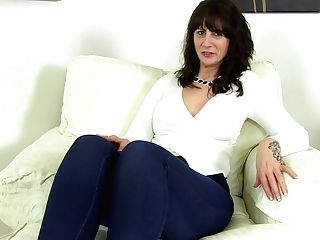 Scottish Cougar Toni Lace Dips Her Frigs Into Her Yummy Cunt